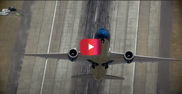 Boeing 787 Dreamliner Takes Off Almost Perpendicular to the Ground