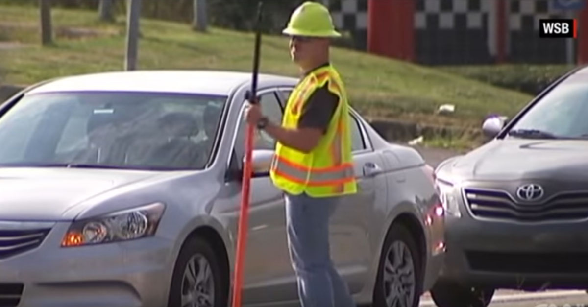 [WATCH] Cops Pretending to Be Construction Workers to Catch People Texting Behind the Wheel