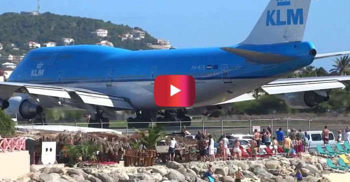 Video Shows Boeing 747 Absolutely Blowing People Away on the Beach