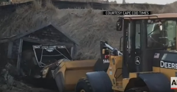 Watch a Jeep emerge from its sandy tomb after 40 years