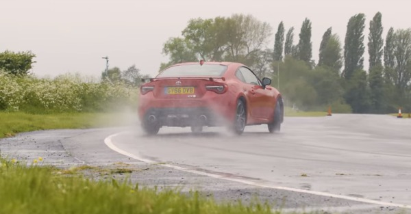 Here is everything you need to know about under- and oversteer