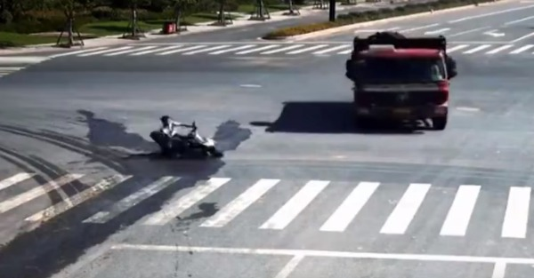This crash was unbelievably close to ending this scooter rider