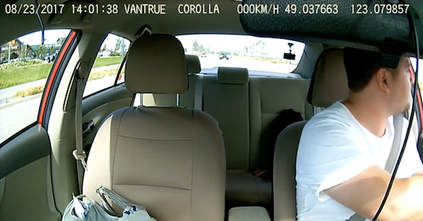 Dashcam captures the hilarious situation when a driver is too conceited to listen to a warning