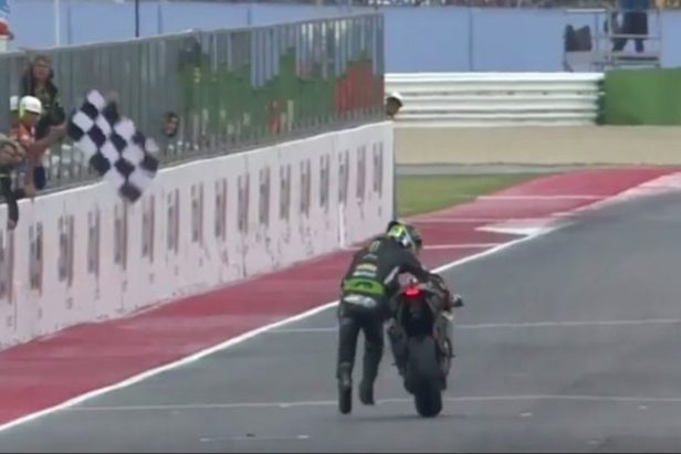 Motorcycle Racer Pushes Bike Across Finish Line After It Runs Out of Gas