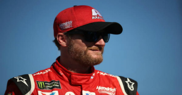 With one simple tweet, Dale Jr. gives NASCAR a huge vote of confidence
