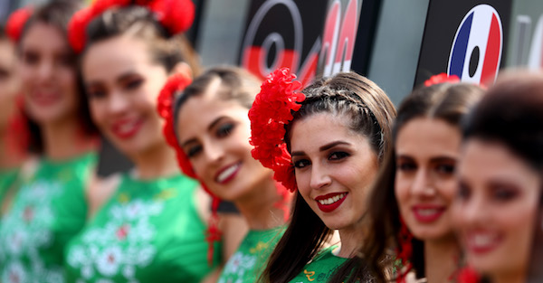 """F1 may have axed grid girls, but """"pretty girls"""" will still have a place in the series"""