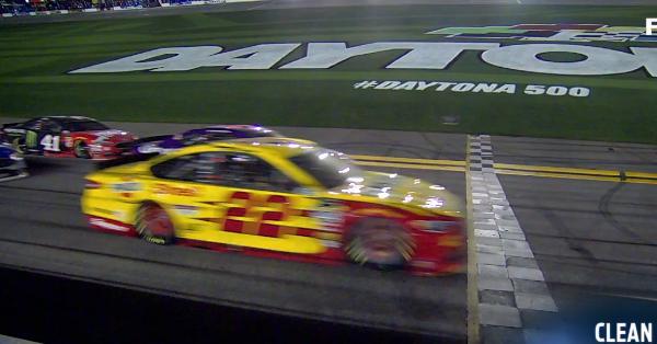 Logano teaches Bubba a lesson with a close finish at the Duel at Daytona
