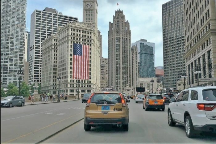 Incredible 4K Video Shows Folks Driving in Downtown Chicago
