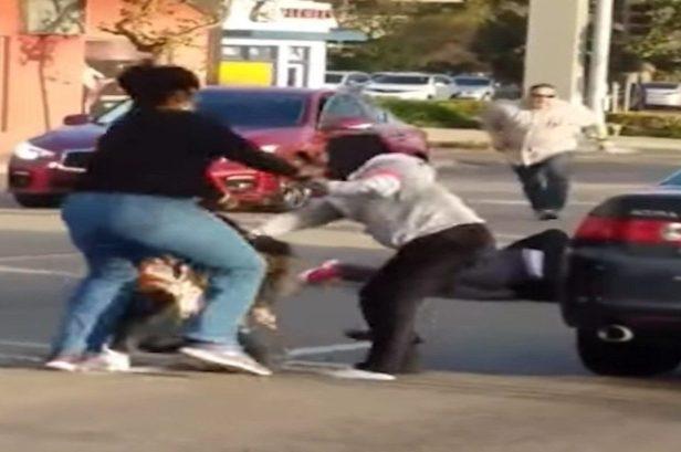 Off-duty Cop Breaks Up Road Rage Brawl
