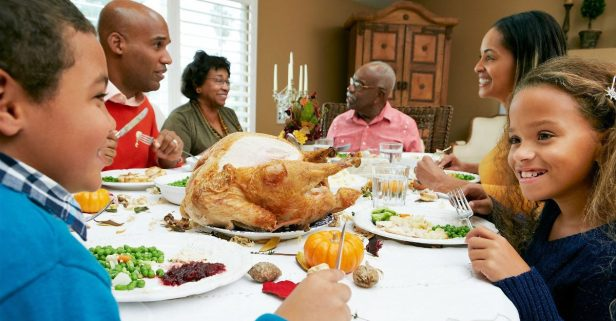 """Here Are Some """"Do's"""" and """"Don'ts"""" for Celebrating Thanksgiving with the Family"""