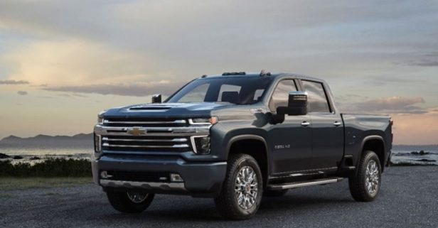 2020 Chevrolet Silverado HD Looks Like a Semi, Should Haul Like One Too