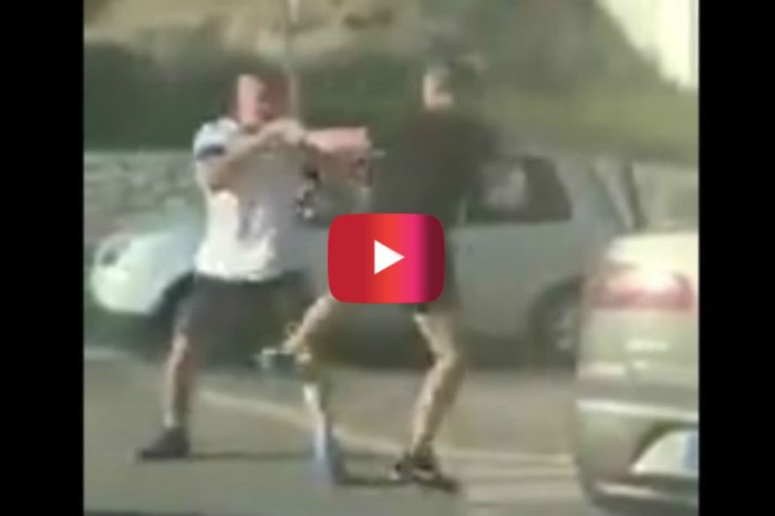 These Road Ragers in Spain Were All About Kung Fu Fighting in the Middle of Traffic