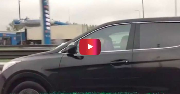 From Russia with Lust: This Couple Driving Through Moscow Just Couldn't Wait to Get It On
