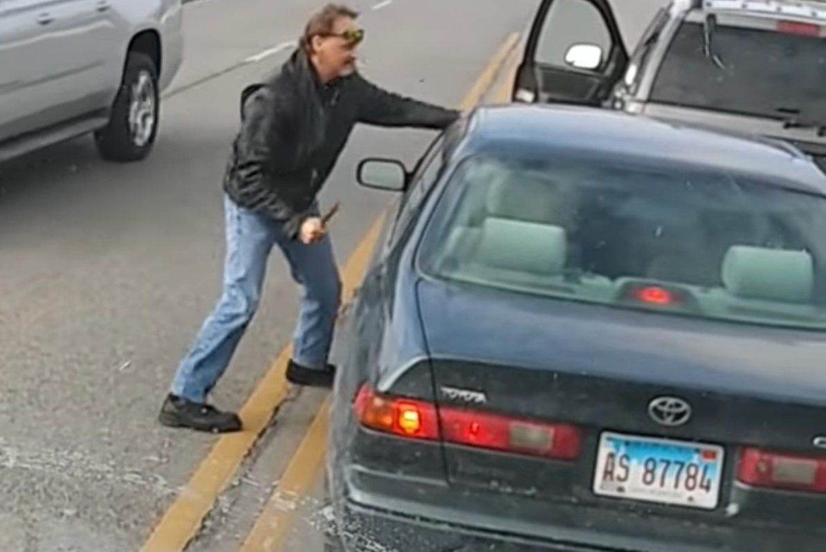 driver with knife road rage
