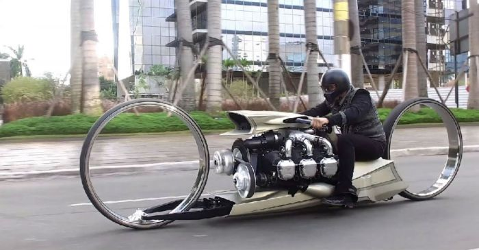 Incredible Motorcycle Has an Airplane Engine and Hubless Wheels