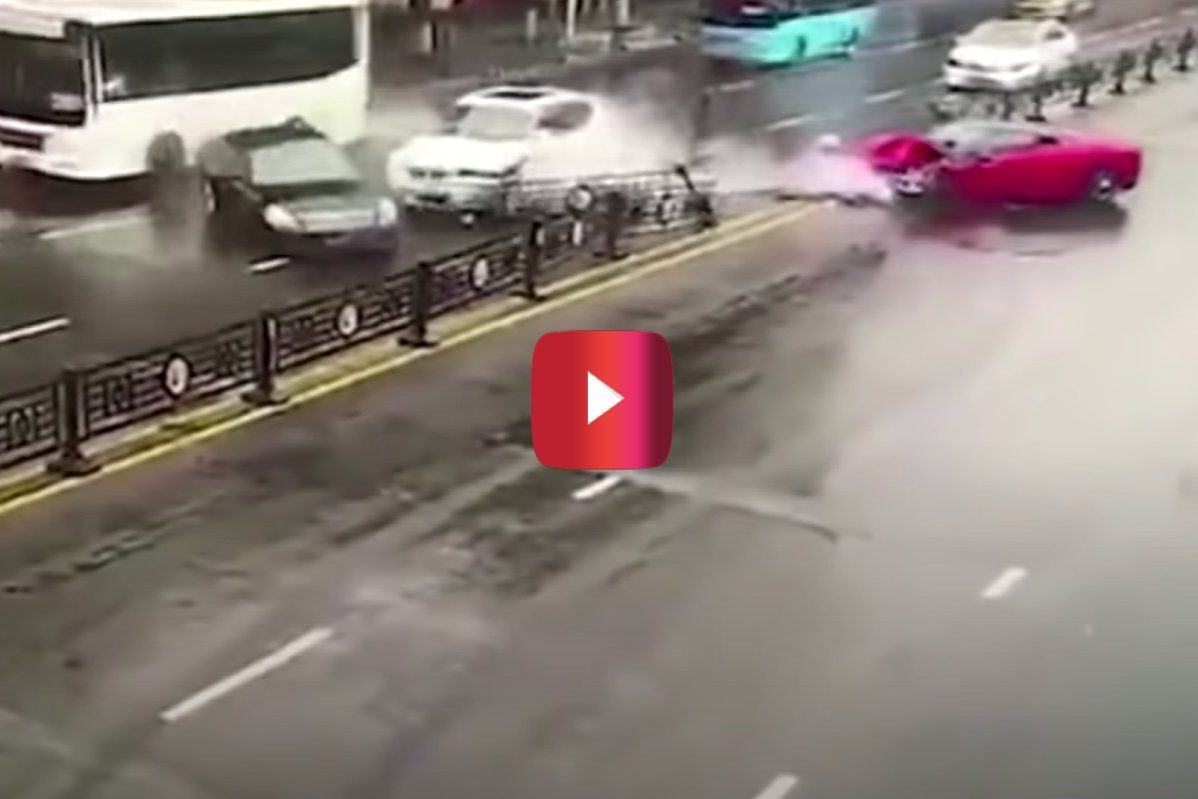 Ferrari 458 crash in china