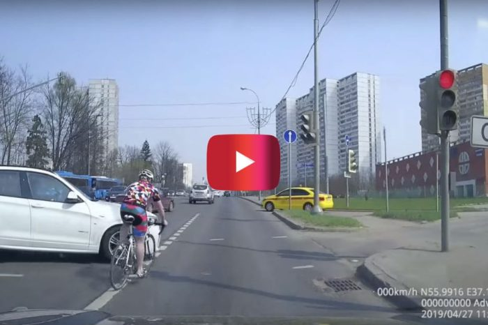 Russian Cyclist Runs a Red Light, Ends up Seriously Paying for It