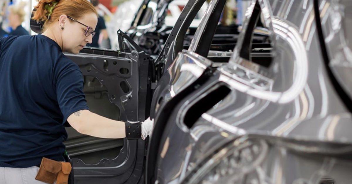 Daimler Down $1.3 Billion After Diesel Vehicle Troubles, Air Bag Recalls