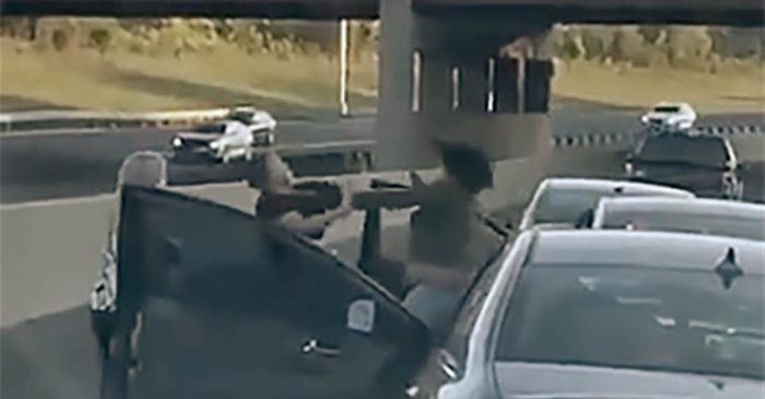 Road Rage Involving Baseball Bat Erupts Into Full-Blown Brawl on Chicago Highway