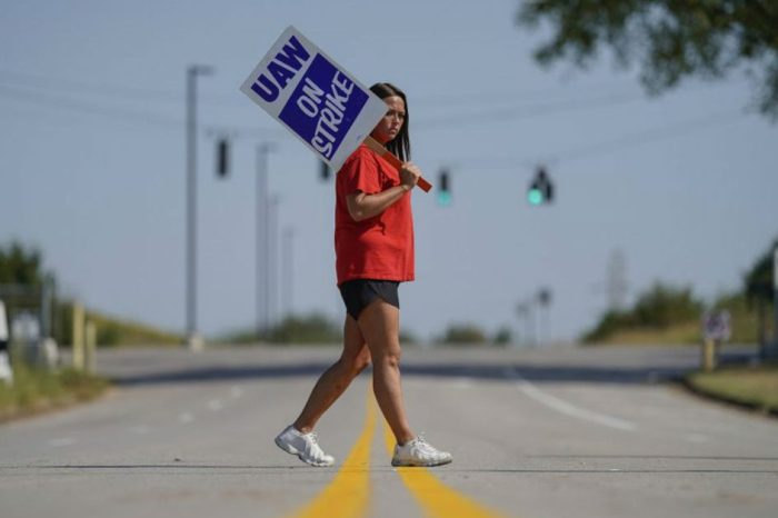 GM Changes Mind, Lets Strikers Keep Health Care