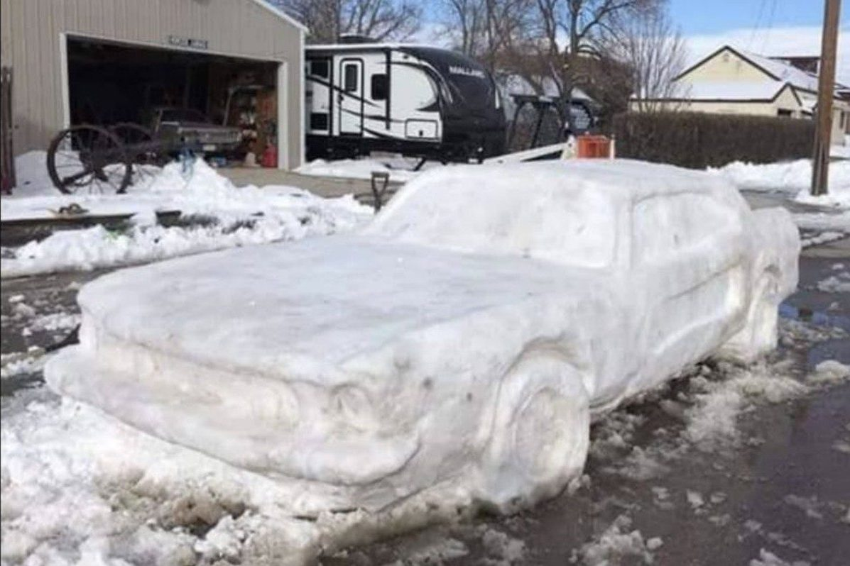 ford mustang snow sculpture