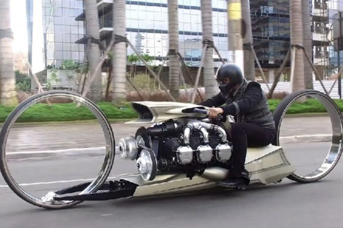 Award-Winning Motorcycle Has an Airplane Engine and Hubless Wheels