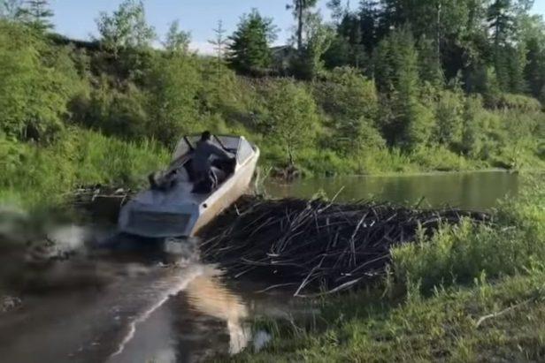 Hardcore Jet Boat Driver Turns Dam Into a Ramp