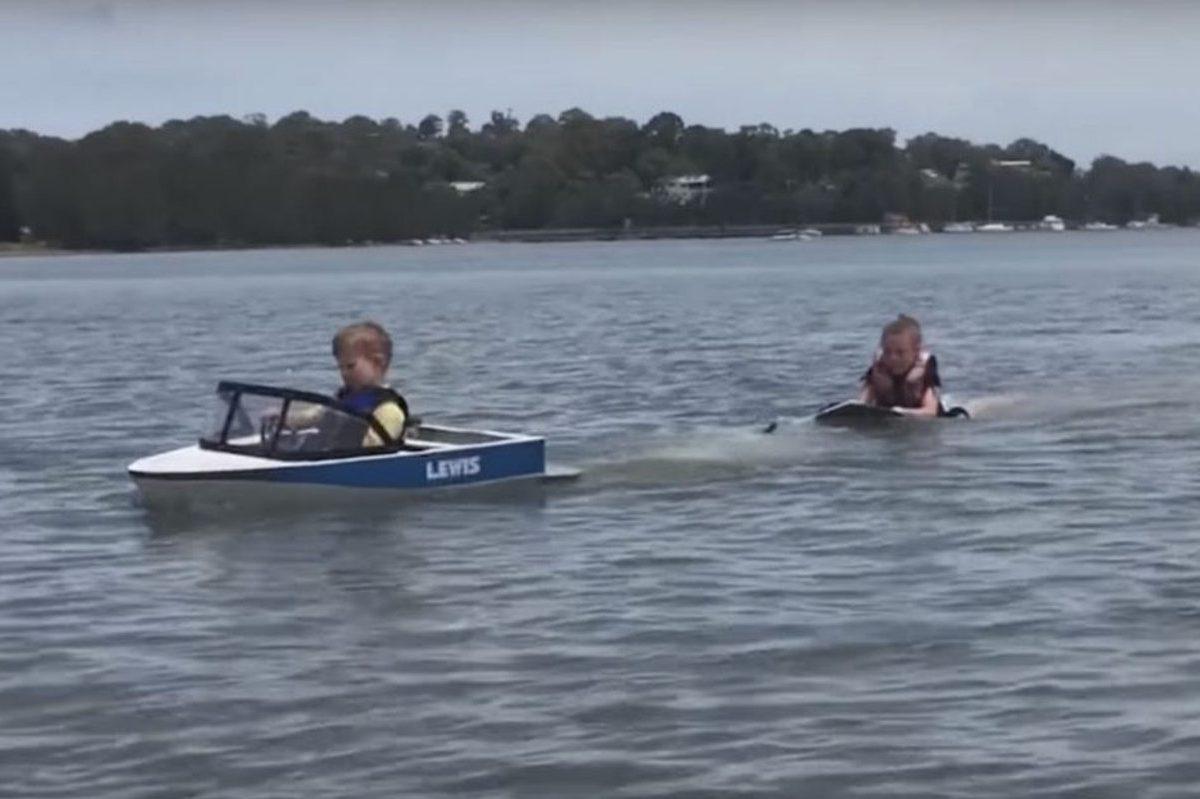 mini ski boat