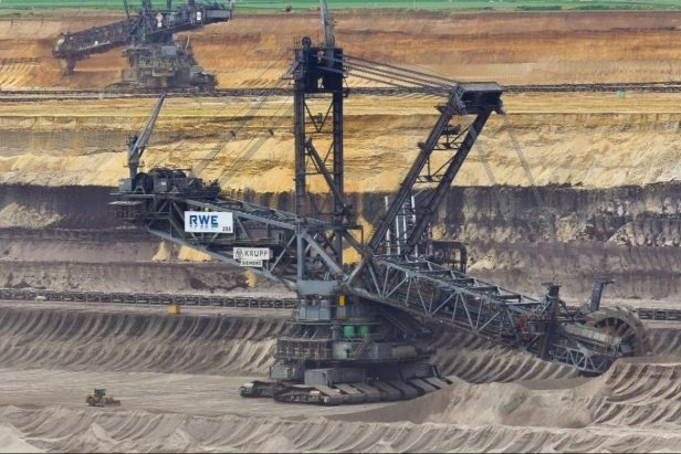 315-Foot-Tall Excavator Is World's Largest Land Vehicle