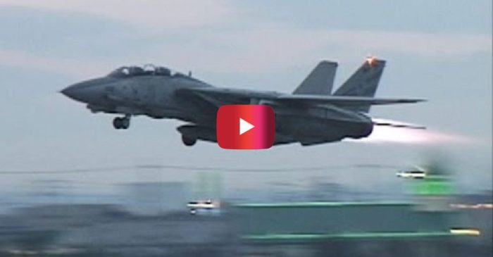 F-14 Tomcat Hits High Speeds in Awesome Takeoff Video