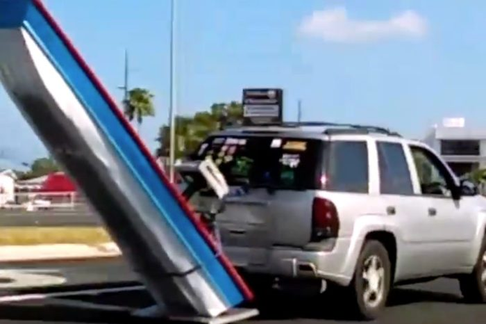 Florida Man Without Trailer Pulls Off Unconventional Boat Towing Method