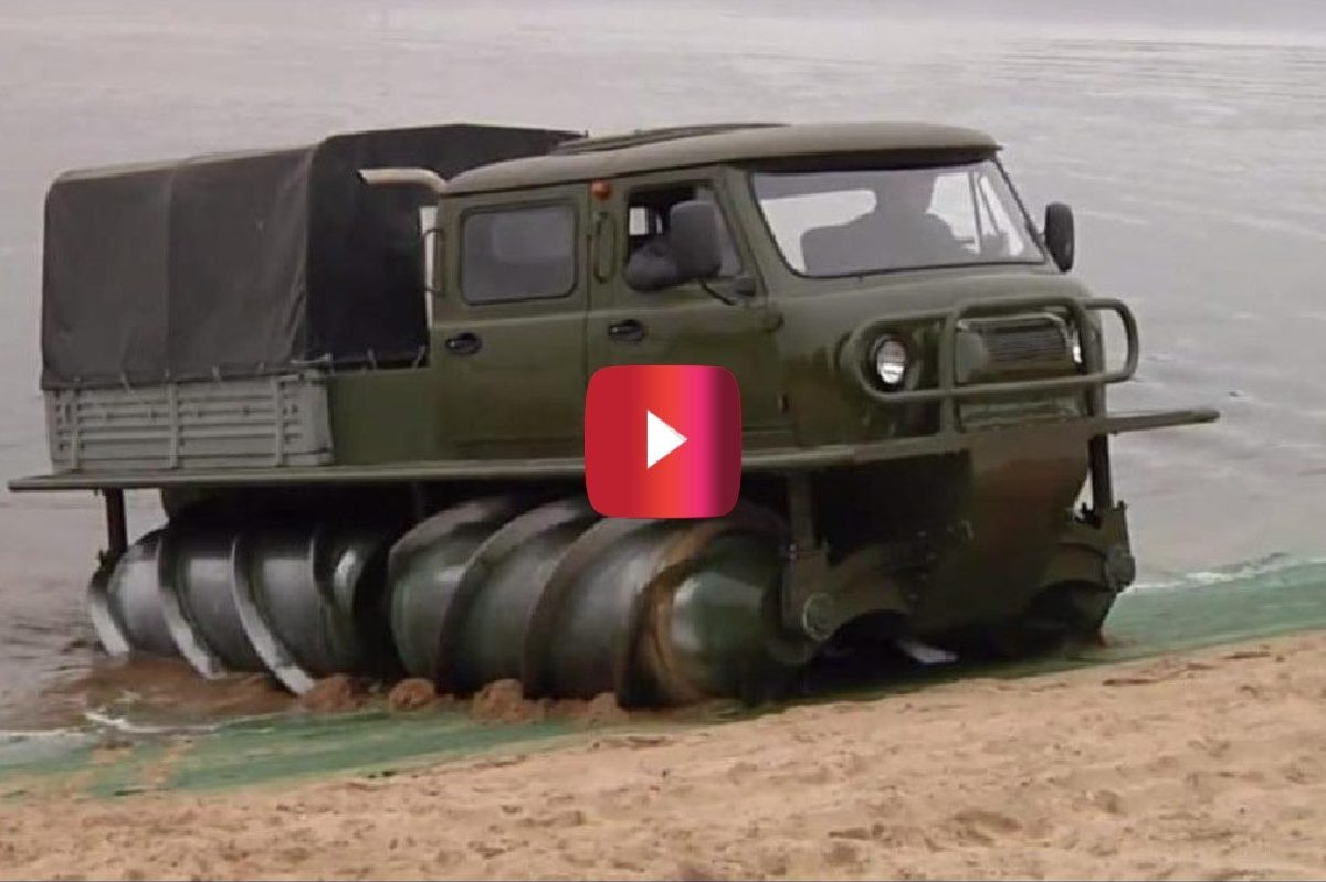 screw propelled vehicle