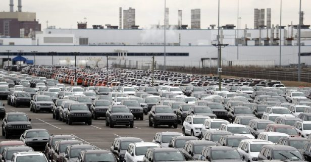 Thousands of Auto Workers Expected to Soon Return to Factories