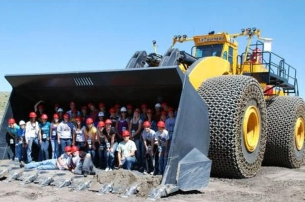 The World's Biggest Earth Mover Has a 260-Ton Operating Weight