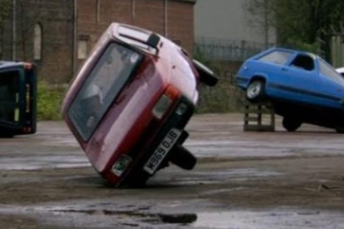 "The Truth Behind the Reliant Robin Rollovers on ""Top Gear"""