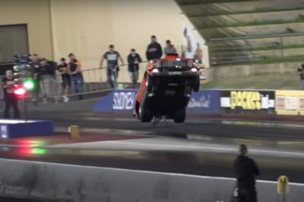 Nitrous-Powered Dragster Lands Massive Wheelstands