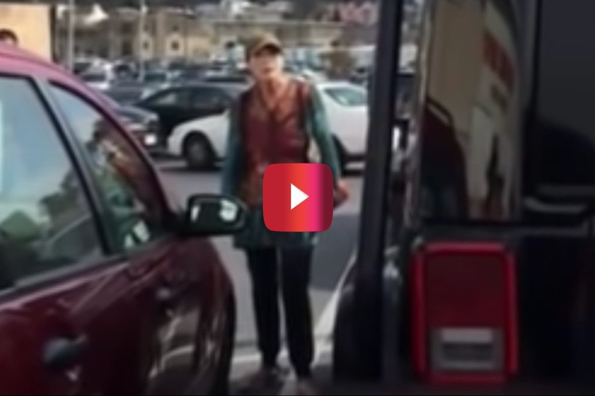 woman freaks out over parking job