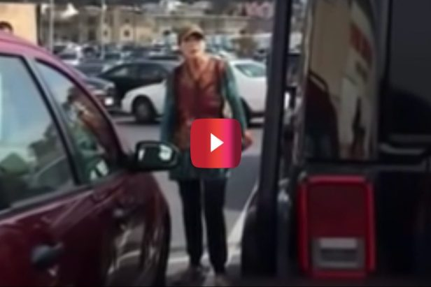 Woman Freaks Out Over Jeep Owner's Parking Job, But She's Clearly in the Wrong