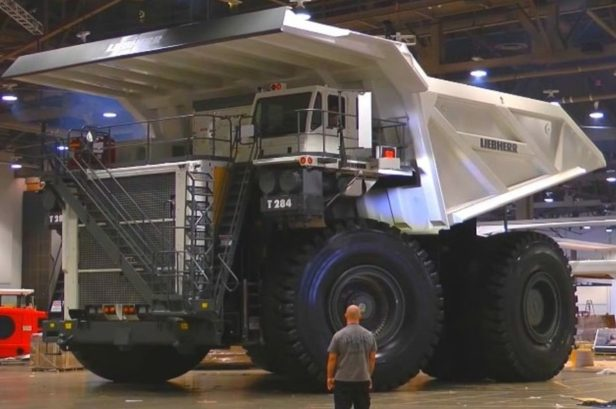 4,000-HP Mining Truck Is One of World's Largest