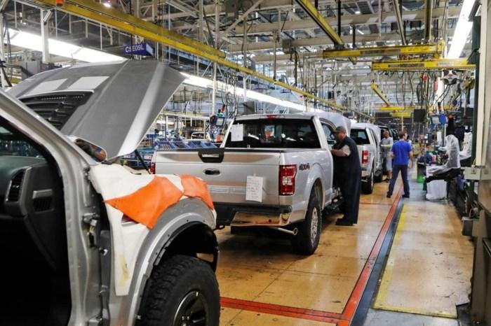 Ford Recalls Over 700K Vehicles, Warns Backup Cameras Can Go Dark