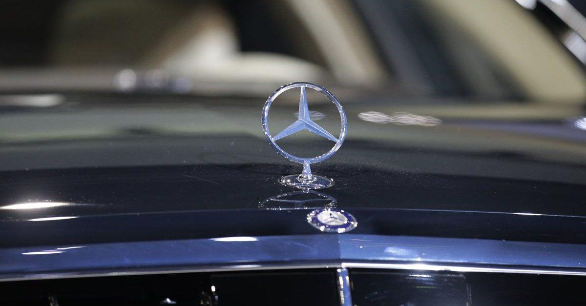 Mercedes-Benz Unveils New S-Class Sedan