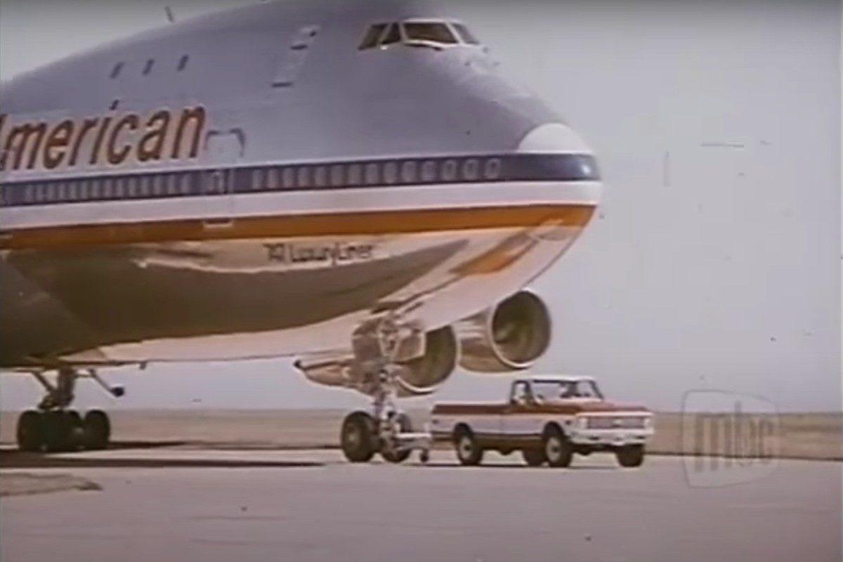 '72 chevy truck pulls 747