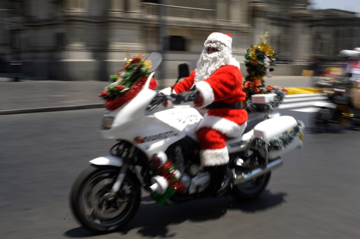 Motorcycle Santa Delivers Christmas Gifts to Missouri Cancer Patient