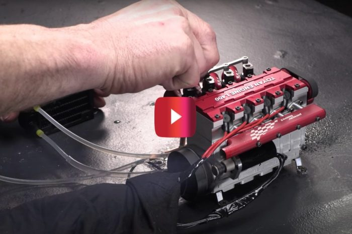 Badass RC Engine Revs Over 13,000 RPM