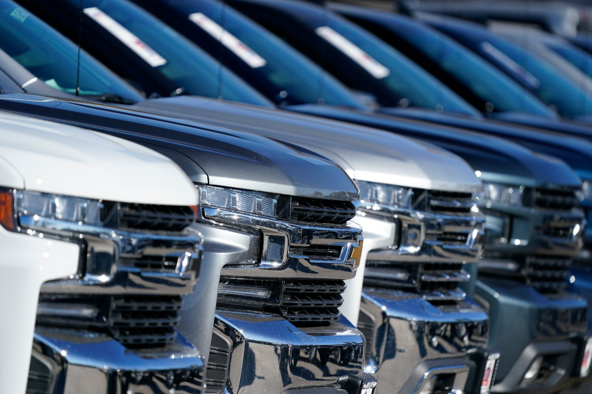 Automakers Avoided Disaster in 2020 With Late-Year Boost in Car Sales