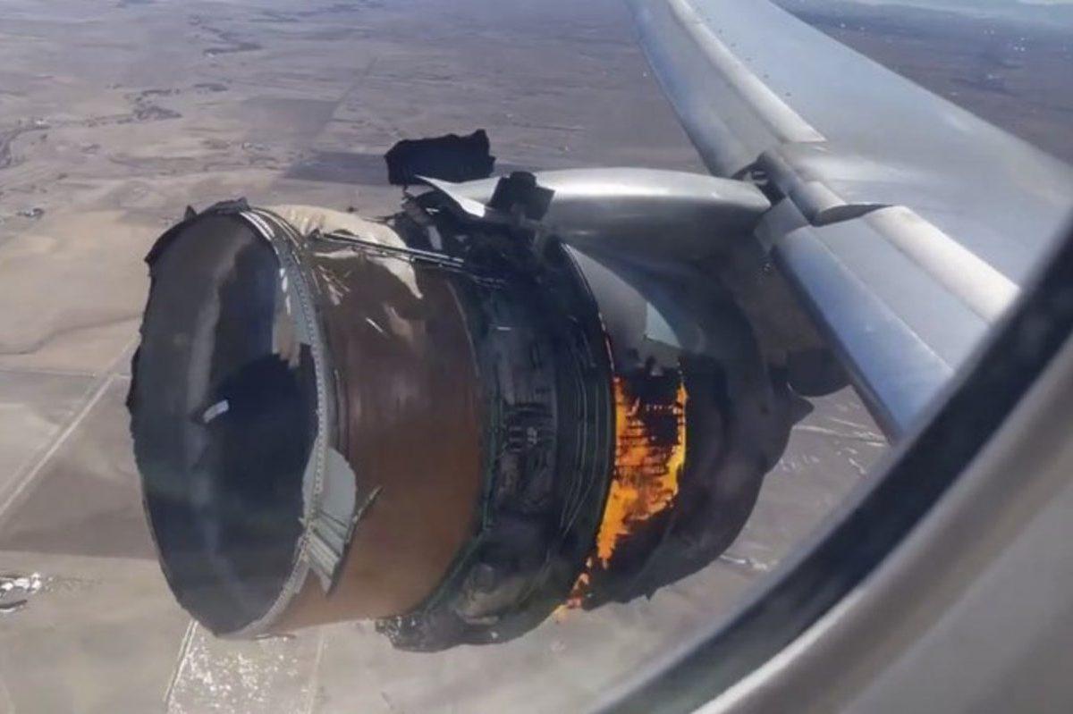 boeing engine explosion