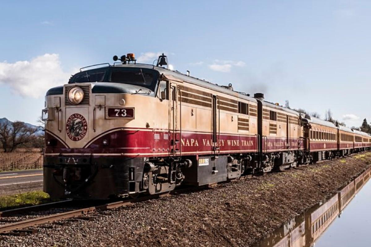 murder mystery train