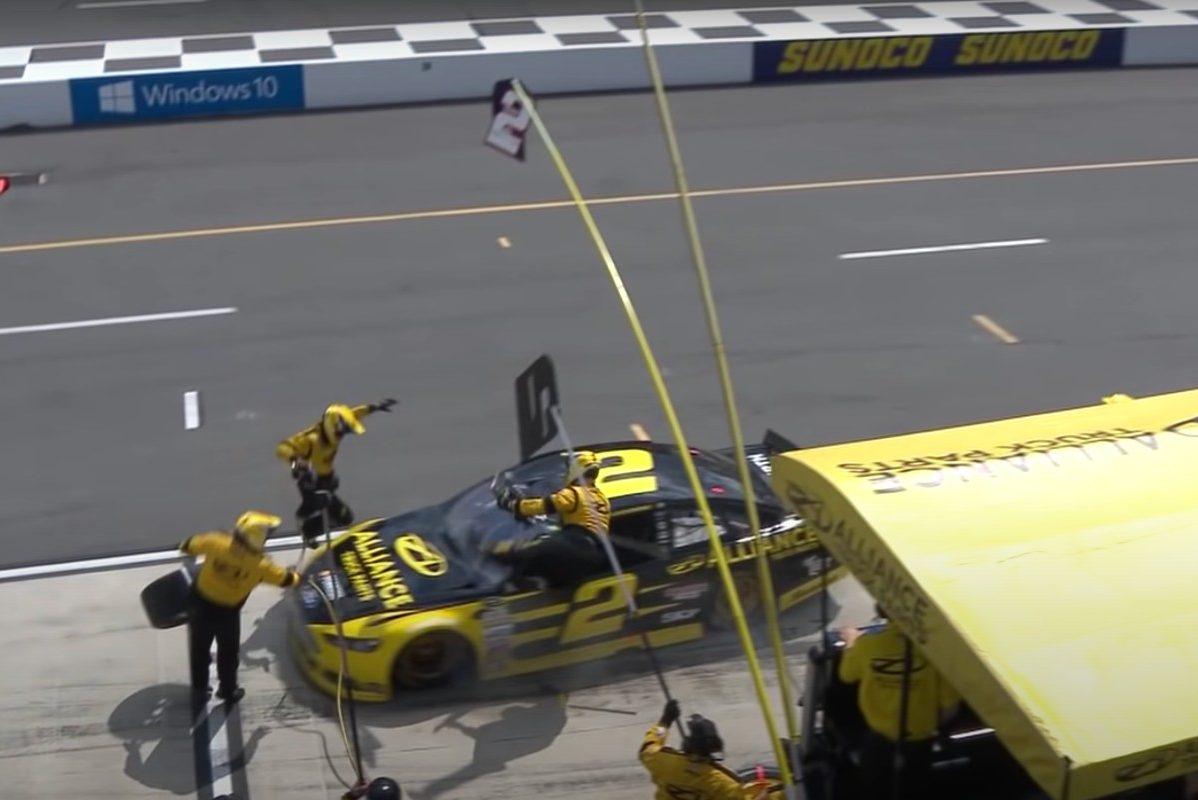 brad keselowski hits pit crew members