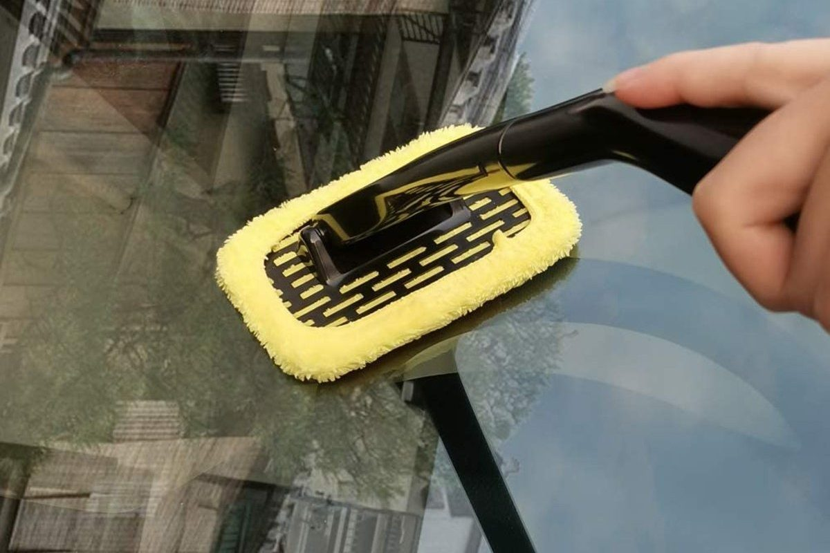 Make Your Own Homemade Auto Glass Cleaner With These Simple Steps